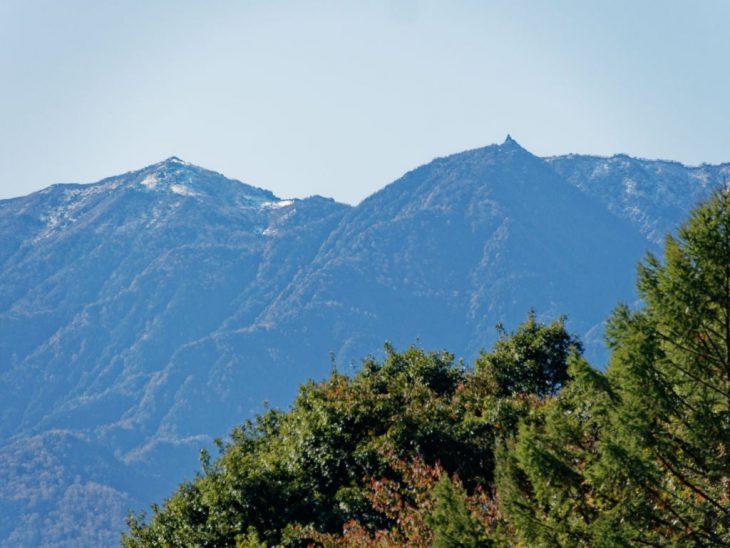 鳳凰三山の主峰観音岳に初雪がありました。